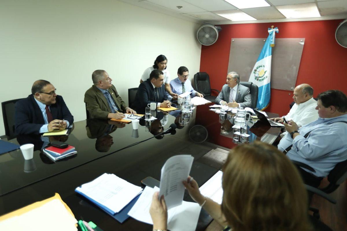 La Comisión Pesquisidora de Jimmy Morales acordó citar al menos 120 personas para indagar sobre denuncia. (Foto Prensa Libre: Esbin García)