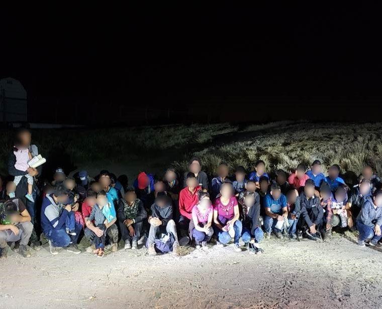 Un grupo de niños que fue detenido recientemente por la Patrulla Fronteriza. (Foto: CBP)