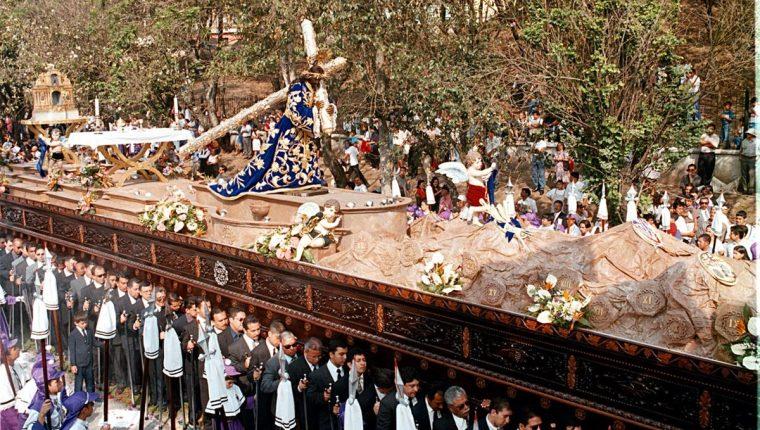 La imagen de Jesús de Candelaria fue consagrada el 3 de febrero de 1917. En la foto, en su procesión del Jueves Santo del 2001. (Foto Prensa Libre: HemerotecaPL)