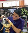 Productores de los 34 lotes de café participantes asistieron ayer a Anacafé para dar seguimiento a la subasta. (Foto Prensa Libre: Anacafé)