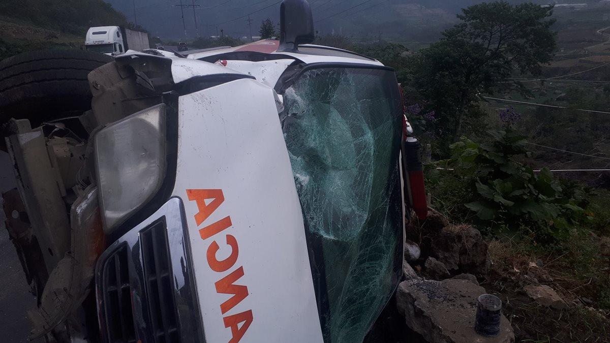 El accidente ocurrió cuando los bomberos regresaban de atender una emergencia. (Foto Prensa Libre: Cortesía)