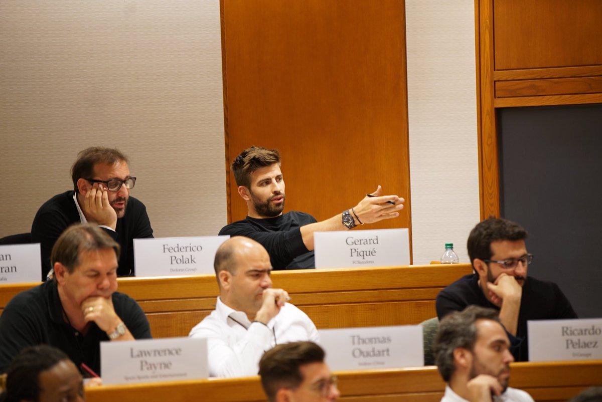 Piqué dejó por unos días el futbol y se enfocó en sus estudios en Harvard