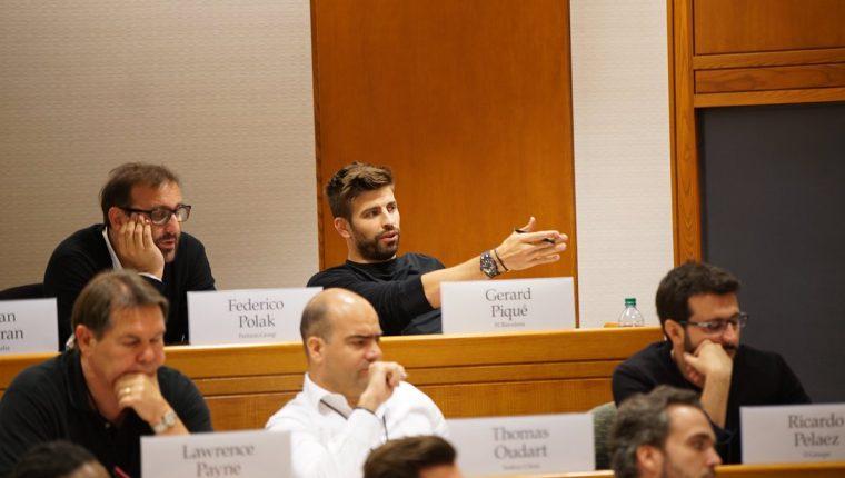 Gerard Piqué durante su clase en Harvard el pasado jueves. (Foto Prensa Libre: Twitter Gerard Piqué)