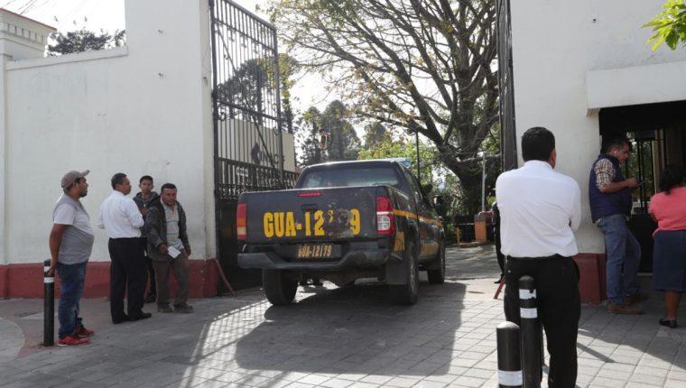 En la morgue informaron que los siete reos fueron ejecutados con disparos a la cabeza. (Foto Prensa Libre: Estuardo Paredes)