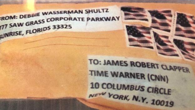 Uno de los últimos paquetes sospechosos fue enviado al ex director de la Oficina de Inteligencia Nacional James Clapper. CBS