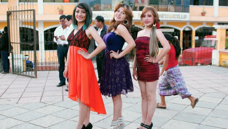 Tres señoritas participarán para ser electas como Flor del Durazno, en Comitancillo, San Marcos. (Foto Prensa Libre: Aroldo Marroquín)