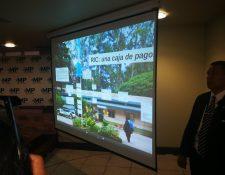 Presentación del caso durante la conferencia de prensa. (Foto Prensa Libre: Glenda Sánchez).