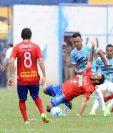 El delantero rojo Gastón Puerari jugó 54 minutos contra Sanarate y fue sustituido por Bryan Lemus, después de haber sufrido un fuerte golpe. (Foto Prensa Libre: Francisco Sánchez).