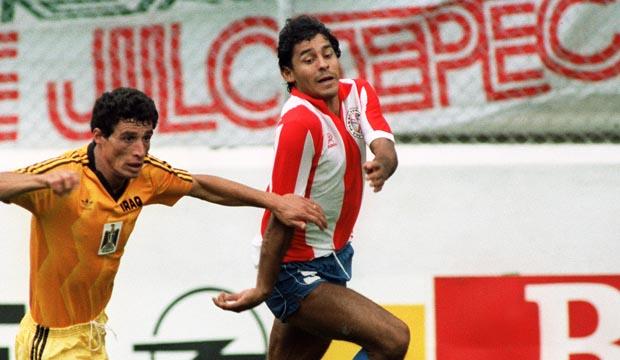 El exjugador Roberto Cabañas, considerado uno de los mayores ídolos de la selección de Paraguay, falleció de un infarto a los 55 años. (Foto Prensa Libre: Hemeroteca)