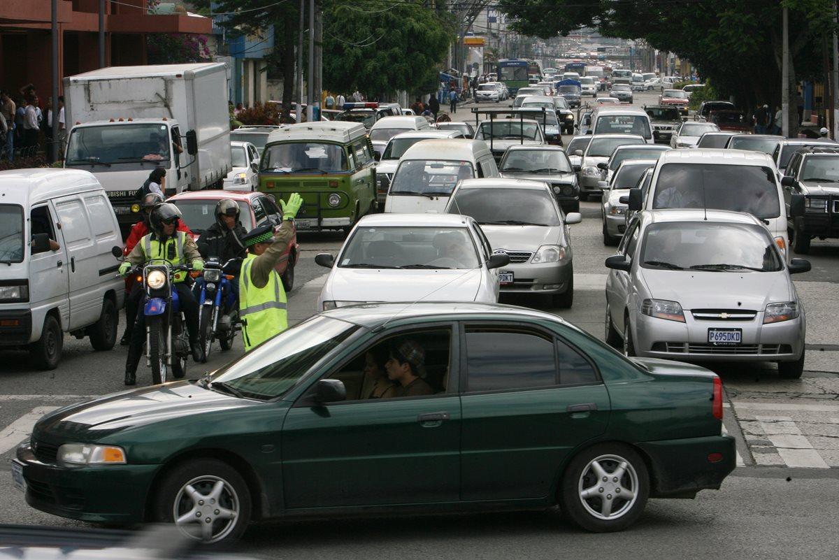 Autoridades recomiendan tomar precauciones este día, porque será de tránsito lento en la capital. (Foto: Hemeroteca PL)