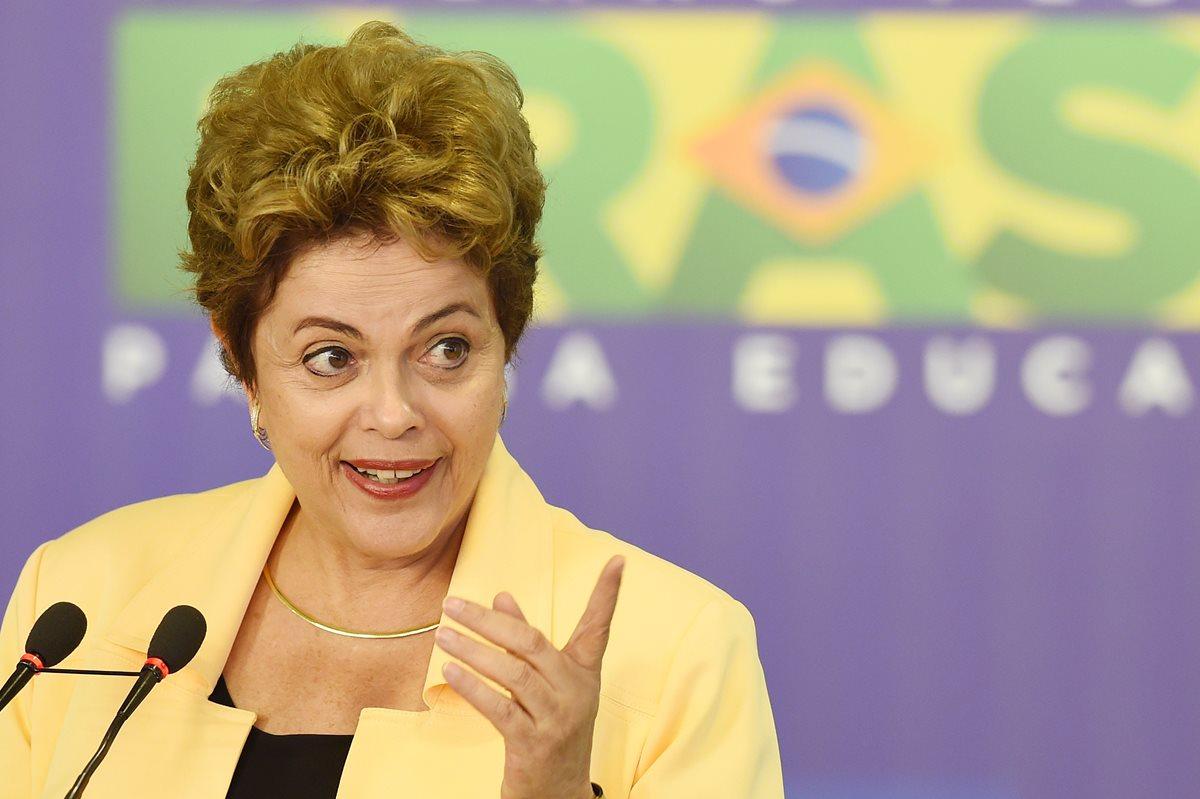 Justicia brasileña investiga a ministros de Rousseff por desvíos en Petrobras