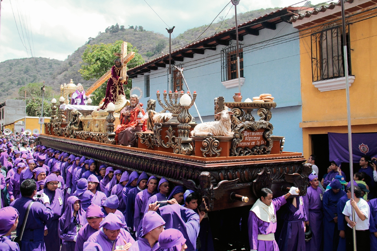 Jesús de la Dulce Mirada recorre calles de Antigua