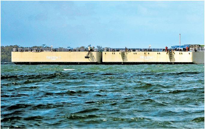 Estas plataformas flotantes son parque de las instalacinoes que Pahame empleaba para los servicios prestados a Empornac. (Foto Prensa Libre: Hemeroteca PL)
