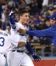 Cody Bellinger celebra después de la victoria de los Dodgers en el cuarto juego de la Serie de Campeonato de la Liga Nacional. (Foto Prensa Libre: AFP)
