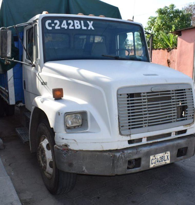 El camión que era conducido por Ferdin Estuardo Larios Cruz. (Foto Prensa Libre: Mario Morales)