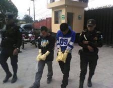 Sánchez Martínez, alias el Quetzalito; y Willy Antonio Estrada Patzán, alias el Enano, al ser detenidos el 23 de abril de 2016. (Foto Prensa Libre: PNC).