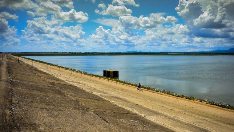 <em>La Defensa Civil llamó a extremar medidas de ahorro y estar alertas ante la intensa sequía. (Foto Prensa Libre: AFP).</em>