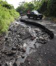 Los pobladores piden que la ruta sea asfaltada para no enfrentar, como cada invierno, el riesgo de quedar incomunicados. (Foto Prensa Libre: Paulo Raquec)