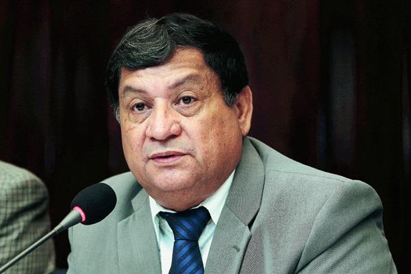 El diputado Hichos cuando fue presidente de la pesquisidora contra Pérez Molina. (Foto: Hemeroteca PL)