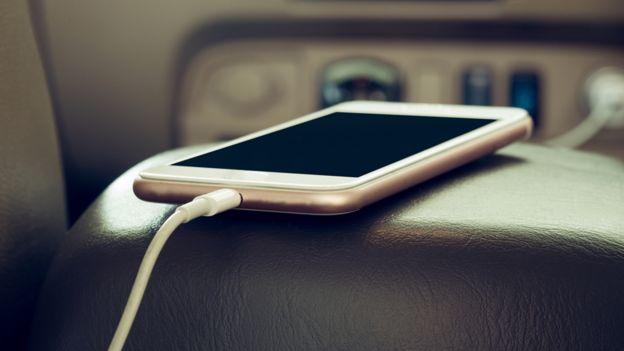 Intenta que tu teléfono no sea lo primero y último que veas en el día. GETTY IMAGES