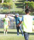 El técnico Willy Coito Olivera perdió su primer partido del Apertura en Guastatoya, pero continúa de líder. (Foto Prensa Libre: Francisco Sánchez)