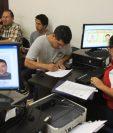 Con nuevo procedimiento el Renap agilizará el trámite del DPI y lo entregará en cuatro horas. (Foto Prensa Libre: Hemeroteca PL)