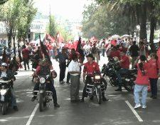 Salubristas levantan el bloqueo en zona 6 y advierten que el próximo lunes habrá un paro de labores, ante la negativa del ministro de Salud, Luis Enrique Monterroso de no atendelros. (Foto Prensa Libre: Estuardo Paredes)