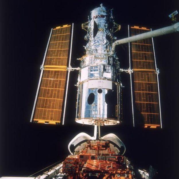 El telescopio espacial Hubble orbita a 600 kilómetros de la Tierra. GETTY