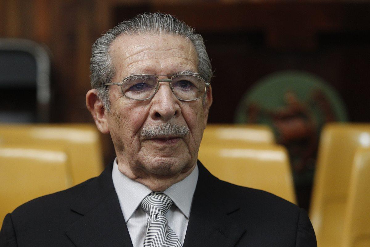 Suspenden juicio por genocidio a Ríos Montt