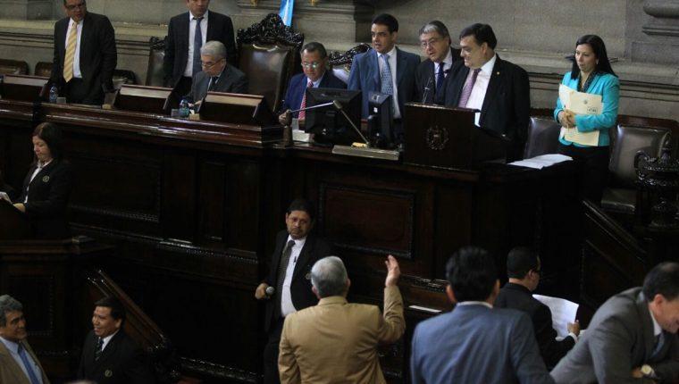 Diputados modifican la edad mínima para contraer matrimonio y lo elevan a 16 años. (Foto Prensa Libre: Esbin García)