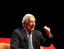 Mario Vargas Llosa, ganador del Premio Nobel de Literatura en 2010, se presentó en la Universidad Francisco Marroquín para conversar sobre su última obra. (Foto Prensa Libre: Erick Ávila)