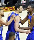 Los Warriors festejaron su tercera victoria en la serie por el título contra los Cavaliers. (Foto Prensa Libre: AFP).