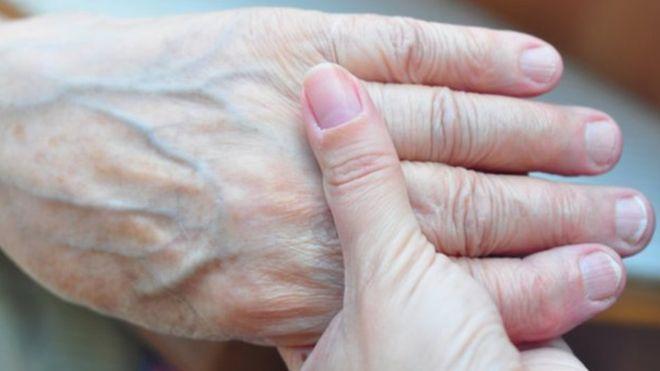 Los patrones de las venas pueden identificar la mano de un sospechoso. GETTY