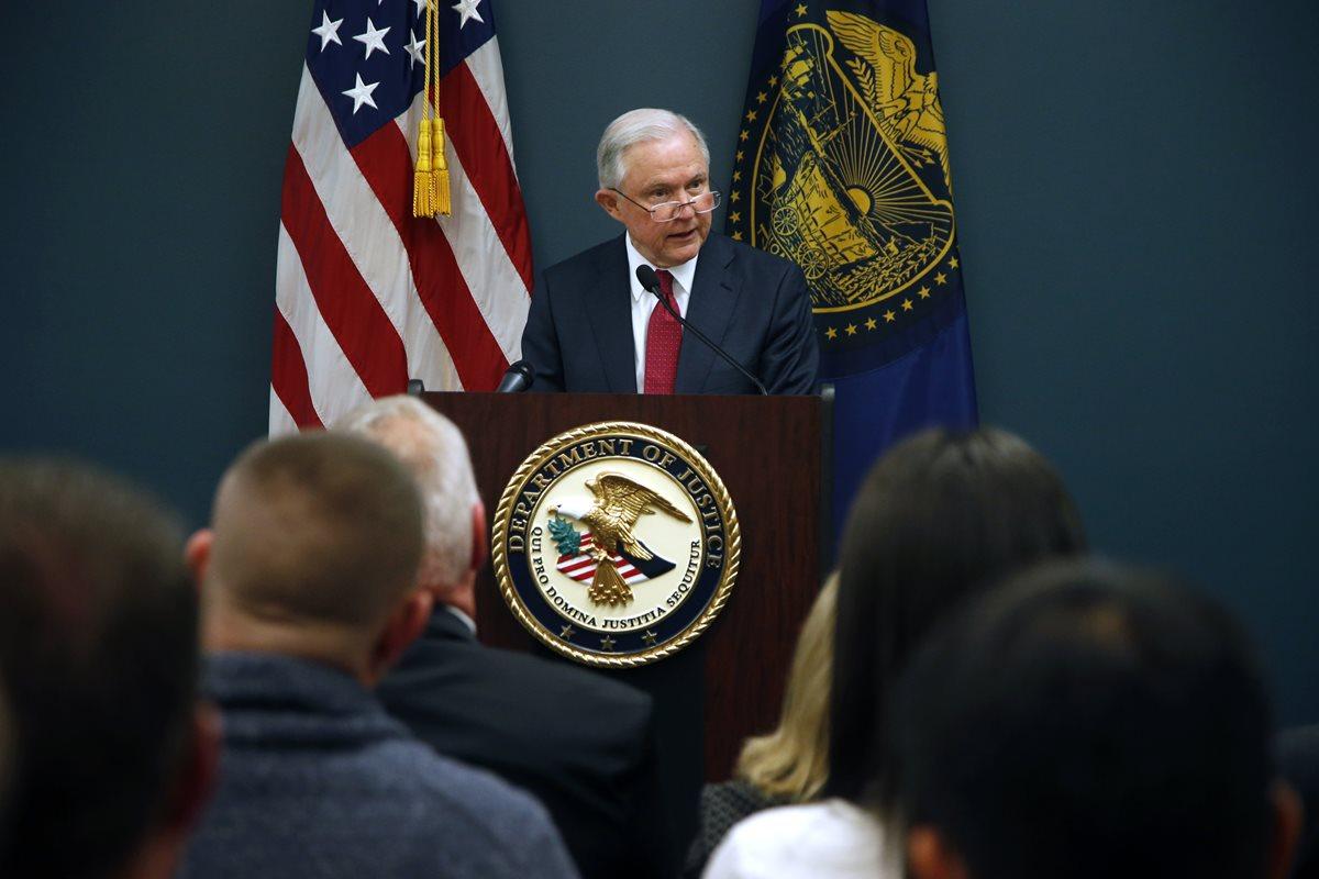Sessions critica a ciudades santuario que intentan proteger a inmigrantes