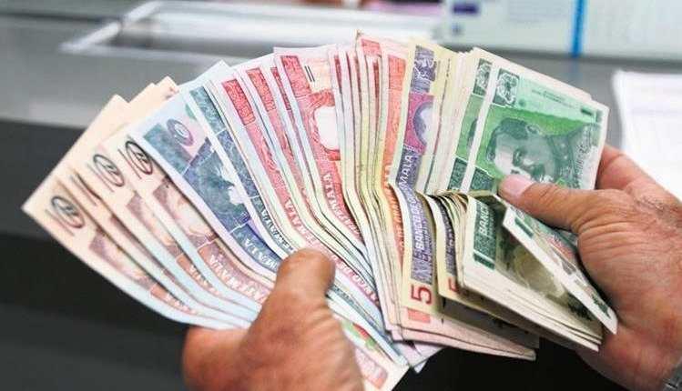 En las últimas semanas el tipo de cambio se ancló en Q7.70 por US$1 en el mercado de divisas. El Banguat salió a vender dólares para moderar su tendencia. (Foto Prensa Libre: Hemeroteca)