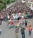 Pobladores de Tecún Umán, San Marcos, participan en el Viacrucis del Migrante.  (Foto Prensa Libre: Edgar Girón)