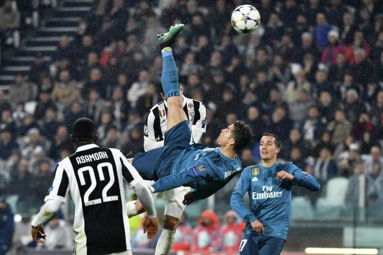 El golazo de chilena de Cristiano Ronaldo provocó que la afición italiana le aplaudiera de pie. (Foto Prensa Libre: AFP)