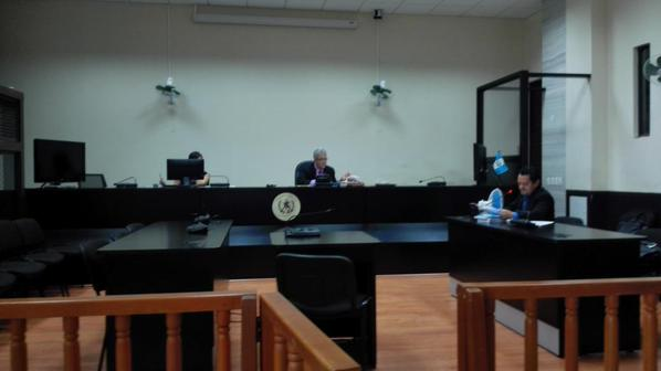 El juez del caso La Línea podría dictar arraigo conta 50 importadores coreanos y guatemalteco.(Foto Prensa Libre: G. Sánchez)