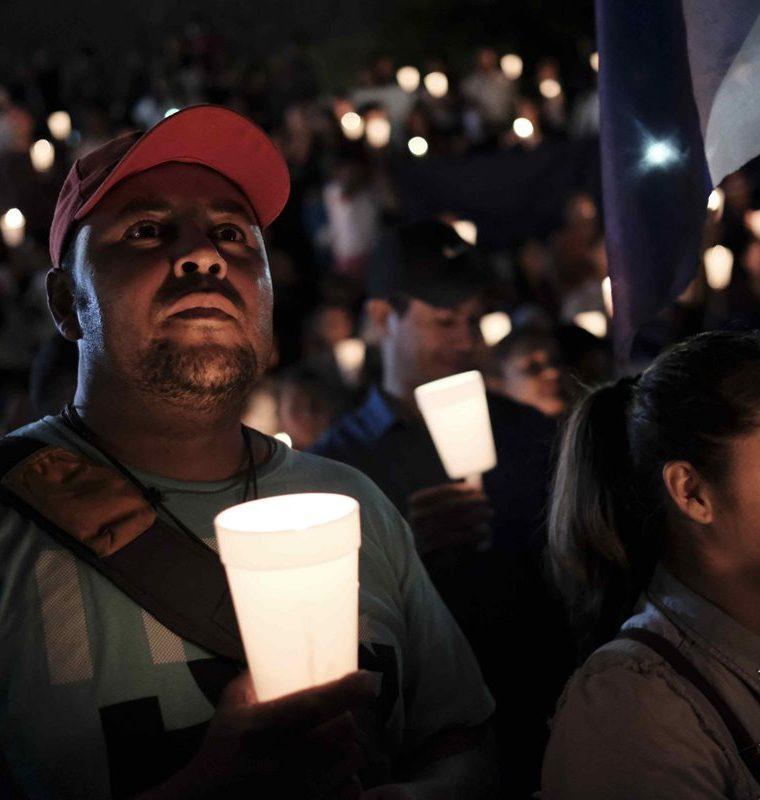 Nicaragüenses se han unido en Costa Rica para orar por la paz en su país. F(oto Prensa Libre: EFE)