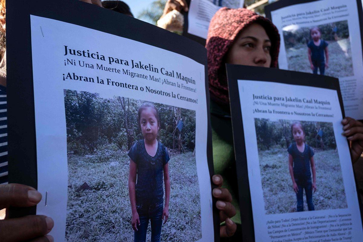 Protesta en Tijuana, México, por la muerte de la niña guatemalteca Jakelin Caal. (Foto Prensa Libre: AFP)