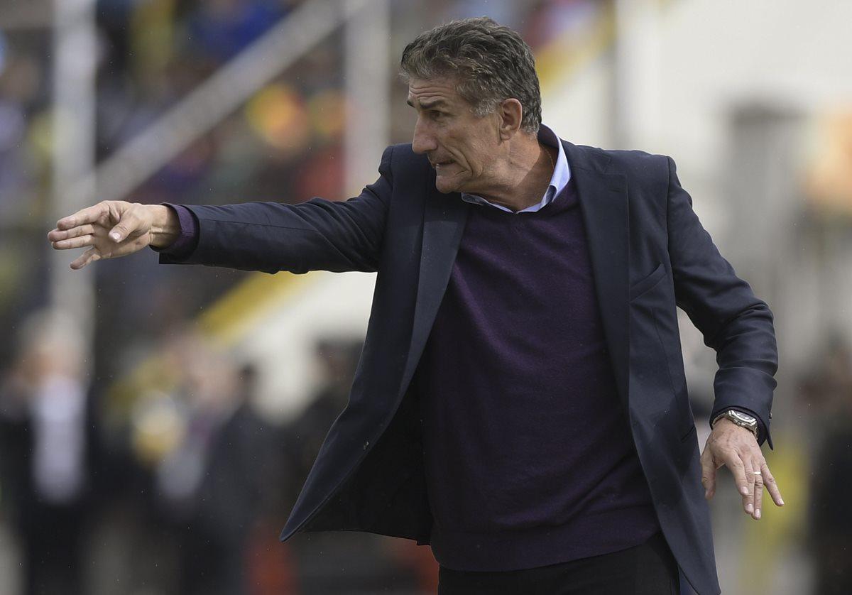 Maradona defiende continuidad de Bauza pero pide más presión a los jugadores