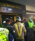 Incendio se originó en un apartamento del segundo nivel del edificio Braun Valle. (Foto Prensa Libre: Estuardo Paredes)