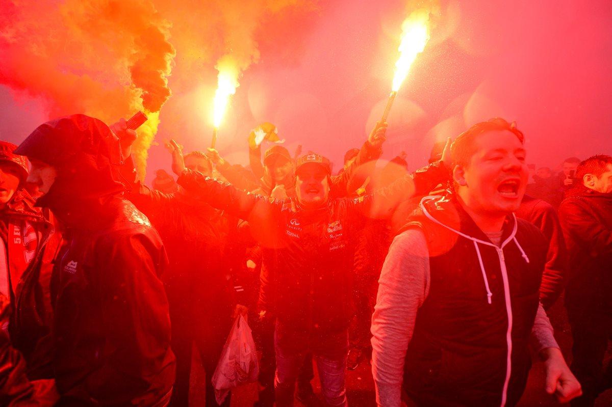 Seguidores del Liverpool vivieron al máximo el duelo frente al AS Roma. (Foto Prensa Libre: EFE)