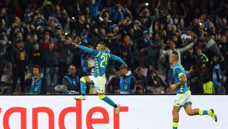 Lorenzo Insigne festeja después de haber anotado el gol que le dio el empate el Nápoli contra el PSG. (Foto Prensa Libre: AFP).