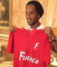 Ronaldinho estará en Guatemala mostrando su magia. (Foto Prensa Libre: Cortesía Futeca)