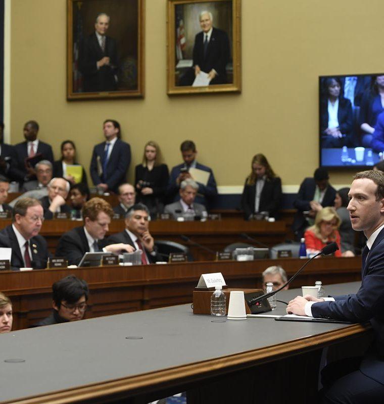Mark Zuckerberg testifica durante una audiencia del Comité de Energía y Comercio de la Cámara de Representantes de EE. UU. (AFP).