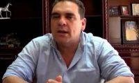 El diputado Boris España reconoce haber intervenido en la contratación de su esposa en el Mineduc.