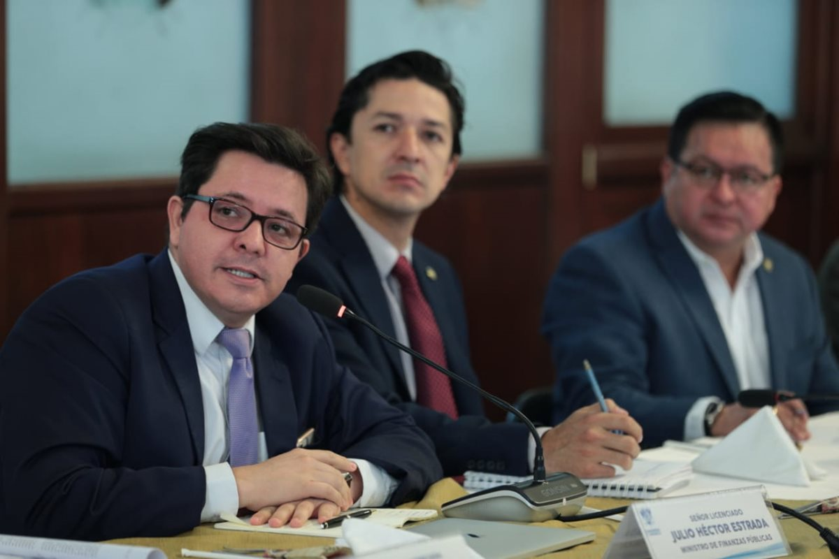El ministro de Finanzas pidió a los jefes de bloque del Congreso que aprueben un préstamo de unos Q1 mil 850 millones. (Foto Prensa Libre: Carlos Hernández)