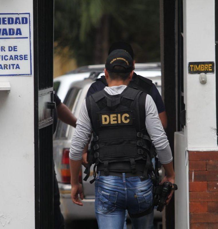 "Allanan inmueble para capturar a presunto agresor de una niña en el centro comercial Arkadia. ""Foto Prensa Libre: Érick Ávila)"