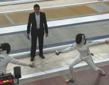 Isabel Brand -Derecha- durante la prueba de esgrima del Campeonato Mundial Juvenil de Pentatlón Moderno. (Foto Prensa Libre: Cortesía: Siegfried Brand)